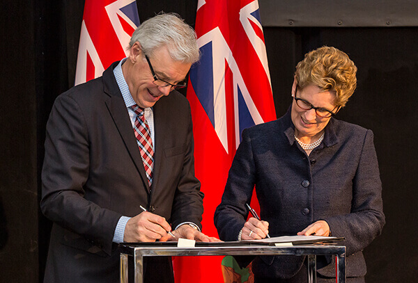 Manitoba Premier Greg Selinger and Ontario Premier Wynne signed the first bilateral, interprovincial agreement identifying areas of energy collaboration