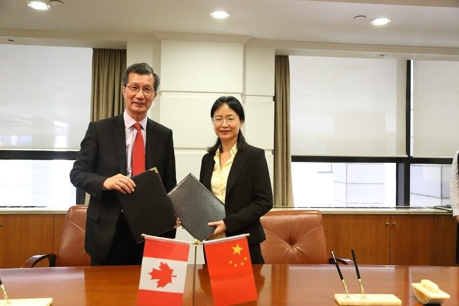 Michael Chan, Ontario minister of citizenship, immigration and international trade, with Song Yang, deputy director of STIC